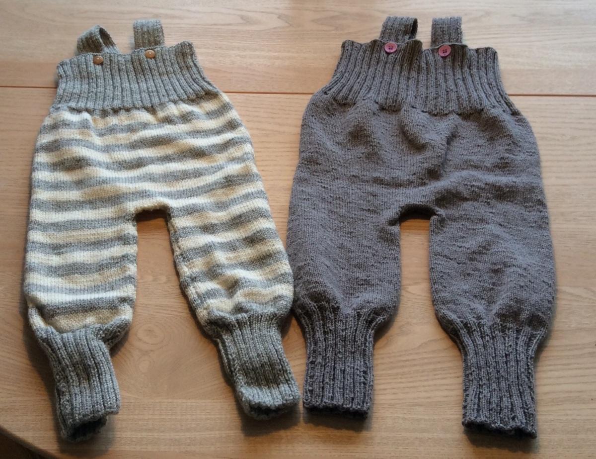 Strikkede baby overalls
