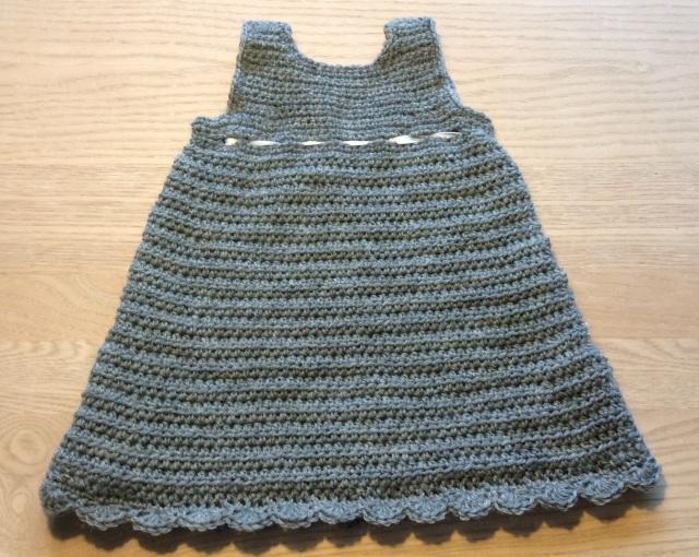 Hæklet baby kjole